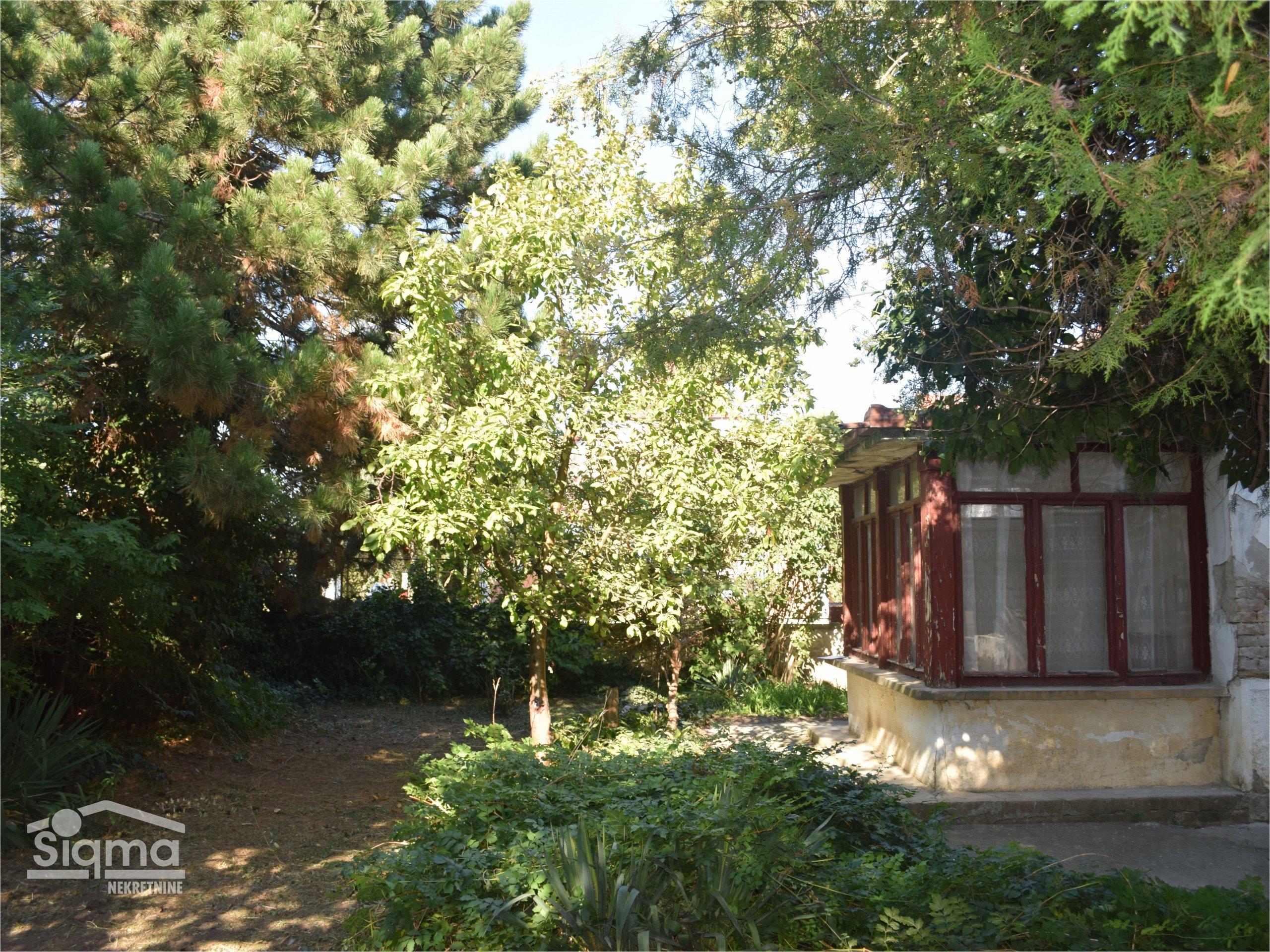 Porodična Kuća Na 2 Placa Berbersko