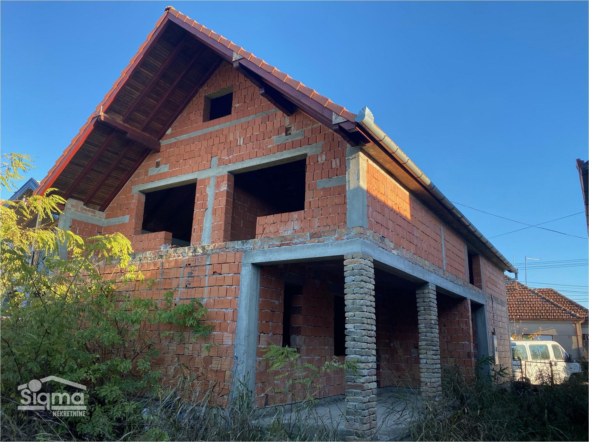 Nedovršena Spratna Kuća Zeleno Polje