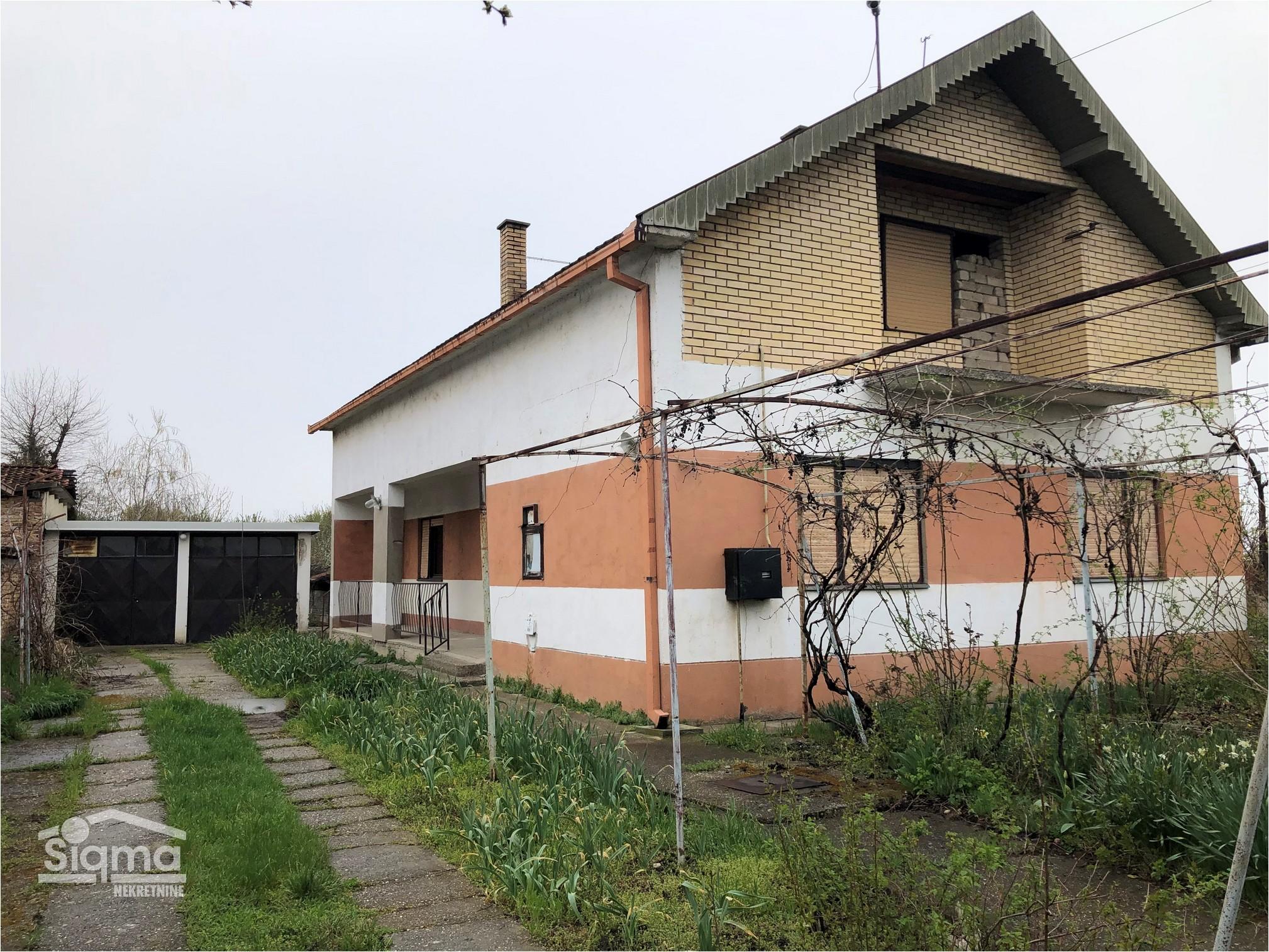 Kuća Sa Nedovršenim Potkrovljem Duvanika